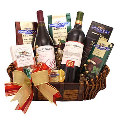 Dazzling Christmas Hamper with Wine and More
